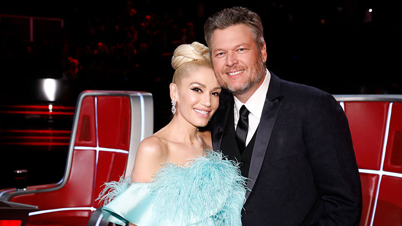 Blake Shelton Wins People's Choice Award, Calls Out Gwen Stefani