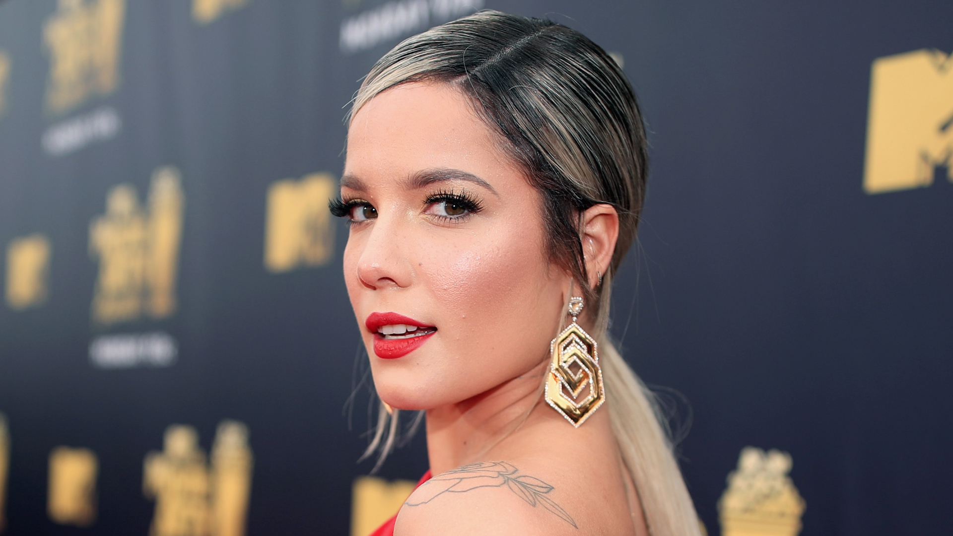 Halsey Reveals She's Expecting First Child With Surprise Announcement